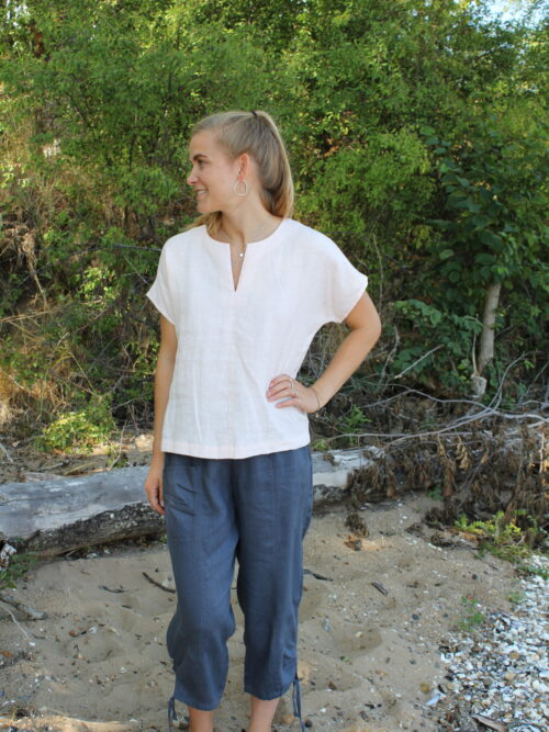 Woman in light rosa linen top and grey blue linen pants