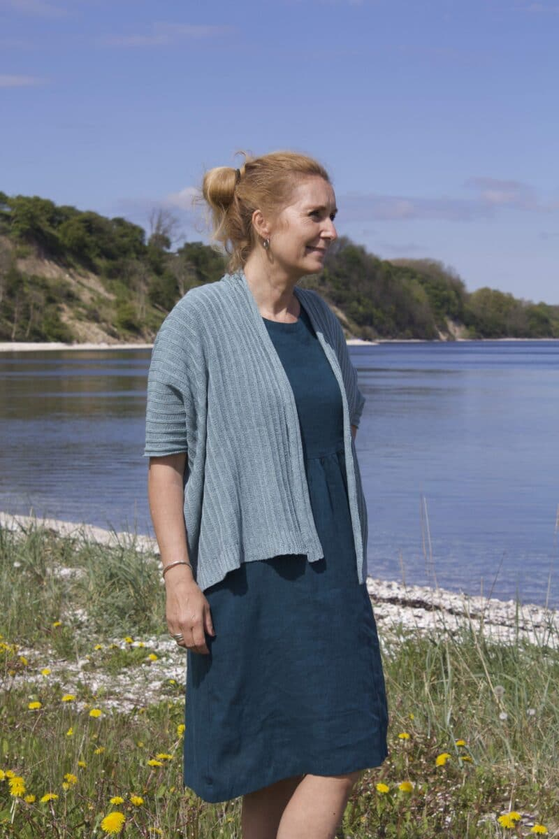 Petrol linen dress with a knitted cardigan in mint